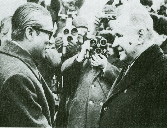 Soviet premier Alexei Kosygin welcomes prime minister Sheikh Mujibur Rahman on 1 March 1972.