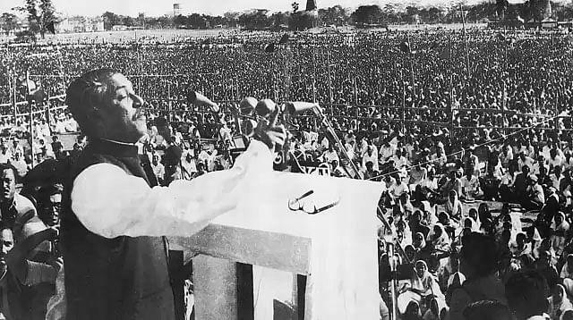ঢাকার রেসকোর্স ময়দানে বঙ্গবন্ধু শেখ মুজিবুর রহমান