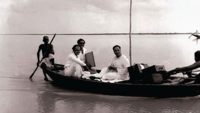 যুক্তফ্রন্টের দুই নেতা হোসেন শহীদ সোহরাওয়ার্দী ও শেখ মুজিবুর রহমান, ১৯৫৪ সালের ছবি।